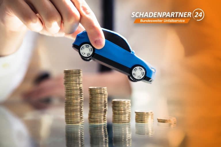 Unkostenpauschale Auto Geld Münzen Unfall